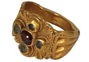 Zloději ukradli vzácný prsten starý 1800 let!