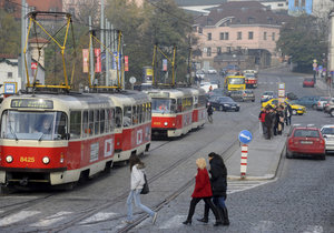 O víkendu nepojedou tramvaje u Klárova. Sedm linek čeká odklon