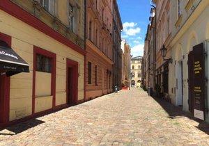 Ulice V Kotcích bývala dříve centrem dění a obchodu, dnes už zeje prázdnotou.
