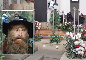 Pohřeb legendárního Krakonoše, herce Františka Peterky