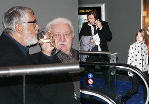 Jiří Bartoška s Mariánem Labudou popíjeli víno, Michal Hrůza přišel s dcerou.