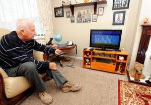 Pouhé dvě hodiny sezení u televize denně můžou ovlivnit, jestli dostanete rakovinu tlustého střeva (ilustrační foto)
