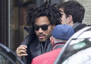 Lenny Kravitz je na tajňačku v Praze, kde bude koncertovat na soukromém večírku.