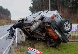 Dramatická autonehoda u Třemošné: Zraněn jeden muž a dvě děti, jedno dokonce tříleté