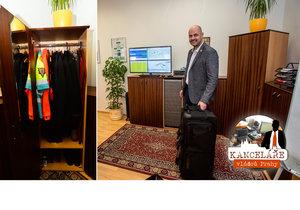 Ředitel pražské záchranky má v kanceláři tašku. Co v ní nosí?