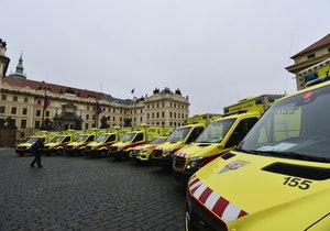 Zdravotnická záchranná služba Prahy převzala slavnostně 22. prosince na pražském Hradčanském náměstí nové sanitní vozy.