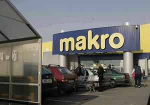 Miliardáři Tkáč a Křetínský posilují podíl v matce řetězce Makro.