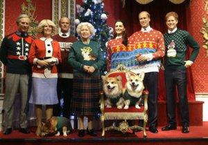 Na slavné vánoční fotce královské rodiny byl ještě pejsek u nohou královny.