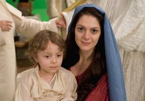 Klára Issová a Jakub Konáš v pohádce Anděl Páně jako panna Marie a Ježíšek