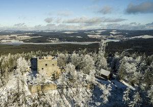 Vítkův kámen je zřícenina gotického hradu na vrcholu stejnojmenné hory na pravém břehu Lipenské přehrady v okrese Český Krumlov. Je to nejvýše položený hrad v Česku.