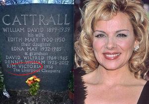Herečka Kim Cattrall nechala vytesat své jméno na rodinný hrob.
