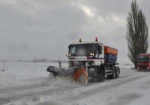 Sníh zasypal české silnice - archivní foto.