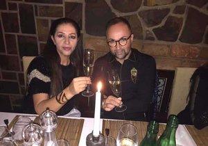 Podnikatelka Nora Mojsejová a manžel mají divné manželství.