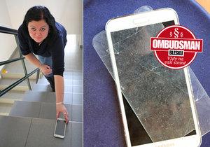 Michaela Tučková svou nešikovností rozbila kamarádce mobil, chtěla jí ztrátu nahradit z pojistky, ta ale platit nechce.