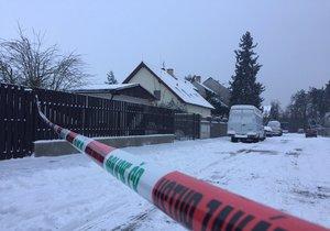 V ulici V Hájkách v Modřanech uhořel v garáži bezdomovec.