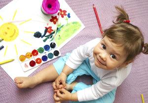Až dítě trochu povyroste, pozorujte jej při malování. Pastelka, kterou bere do ruky nejčastěji, by se měla stát základem barevné palety v jeho pokojíčku. Pak se v něm bude cítit opravdu dobře.