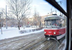 Brno zasypal sníh, tramvaje nemohly vyjet do kopce (12. 1. 2017)