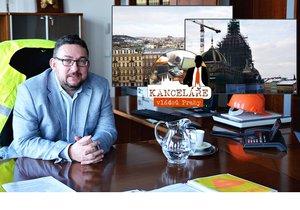 Michal Lukeš sídlí v Nové budově Národního muzea, z kanceláře má luxusní výhled na Prahu.