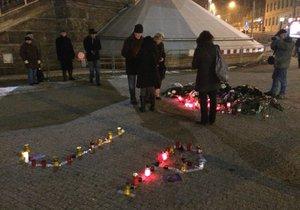 V den výročí smrti Jana Palacha se sešlo u Národního muzea několik desítek lidí.
