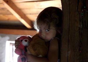 Dětí, které vyrůstají mimo vlastní rodinu, přibývá (ilustrační foto).