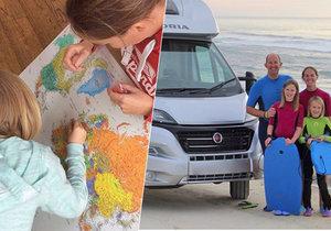 Rodiče vzali děti ze školy a místo toho spolu poznávají Evropu. Richard a Catherine učí děti na cestách.