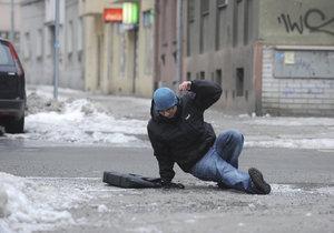 Východu země hrozí extrémní ledovka, lidé by neměli vycházet (ilustrační foto).