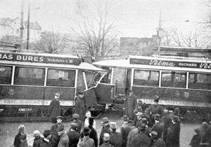 Srážka tramvají na Novém Světě byla jednou z prvních vážnějších nehod pražské MHD.