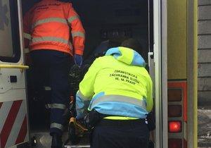 Ledovka sužuje Prahu: Zranění jsou v autech i na chodnících.