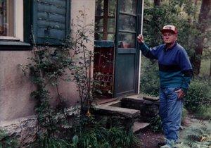 Jedna z posledních Hrabalových fotografií krátce před poslední hospitalizací na Bulovce