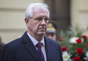 Šéf Akademie věd Jiří Drahoš se postaví Miloši Zemanovi v prezidentské volbě.