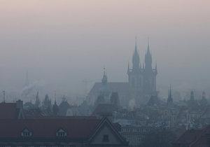Takto vypadá Praha při smogu.