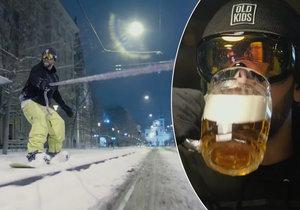 Reklama na pivovar kopíruje slavného youtubera: Snowboarďák jede Brnem do hospody.