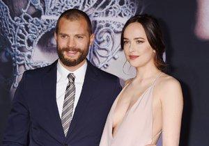 Jamie Dornan s Dakotou Johnson na premiéře filmu v Los Angeles. Jak se vám líbí nová Jamieho image?