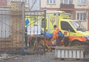 V Holešovické tržnici se při výbuchu zranila žena.