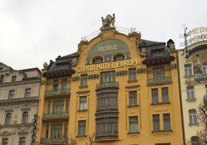 Hotel Evropa byl už za první republiky symbolem luxusu. V nové moderní podobě se jako W Prague otevře prvním hostům v roce 2020. V hotelu budou neustále k dispozici služby v duchu filozofie značky, že hosté mohou dostat cokoli chtějí, kdykoli to chtějí.