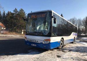 Autobus plný dětí havaroval na D1: Zezadu narazil do kamionu