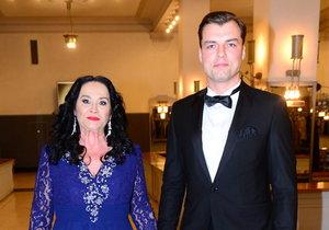 Gregorová s Koptíkem na Česko-Slovenském plese, oba vypadají spokojeně.