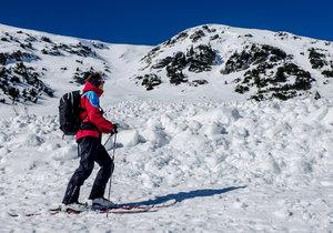 Skialpinistu (35) strhla v Jeseníkách lavina. Ze sněhu se vyhrabal sám