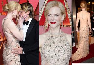 Nicole Kidman si během večera musela upravit šaty.