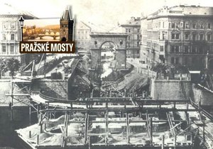 Most Legií vznikal na přelomu 19. a 20. století, dělníci při stavbě stáli na cihlách.