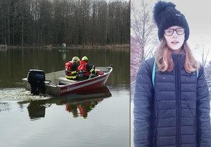 Pátrání po zmizelé Míše: Dívenku u bunkrů na Plzeňsku hledají potápěči