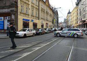 V budově Okresního soudu Praha-východ zasahují policisté i pyrotechnik. Někdo v ní nahlásil bombu.
