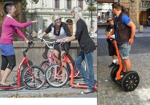 Turisty na segwayích v centru Prahy střídají jezdci na koloběžkách (ilustrační foto).