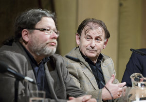 Debata trojice bývalých velvyslanců v USA. Zprava Petr Kolář, Michael Žantovský a Alexandr Vondra.