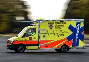 Auto na přechodu v Řepích srazilo důchodce! Zraněného muže odvezli záchranáři