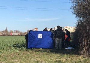 Kosterní ostatky v Ďáblicích: Policie zasahuje v ulici Cínovecké