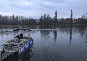 Do Vánoc by měl mezi Císařským ostrovem a Trojou jezdit po Vltavě přívoz.
