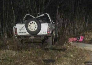 Džíp plný maturantů havaroval. Zemřeli tři lidé, šofér byl opilý.