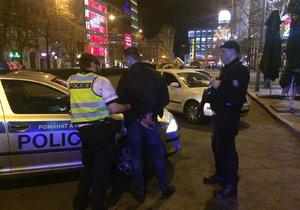 Po rvačce skončil muž na policejní služebně.