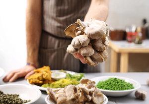 Hlívu ústřičnou využijete v kuchyni na mnoho způsobů.